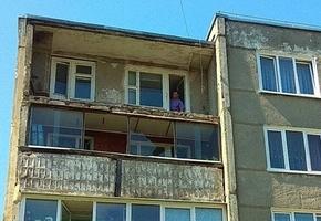 В Лиде обрушился балкон жилого дома по ул. Варшавской