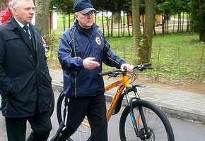 «Съездите сами на велосипеде». Кравцов дал поручение властям и службам области делать дороги с учётом велодвижения