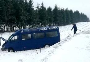 На М6 маршрутка «Лида — Минск» вылетела с трассы