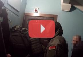 В Лиде два человека получили ножевые ранения в результате «разборки». Квартиру с подозреваемыми штурмовал ОМОН