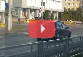 В Лиде автомобиль Opel приехал к перекрёстку возле «Дома торговли» по встречке