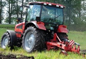 Белорусские учёные изобрели самый крутой плуг для трактора. В Минойтах планируется наладить производство