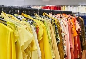 В Лиде ИП при помощи подельников организовал кражу секонд-хенд-одежды на сумму 27000 руб. у другого ИП, но что-то пошло не так