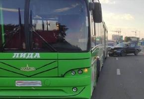 В Лиде водитель не рассчитал скорость и въехал в автобус