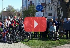 В Лиде торжественно установили знак, символизирующий начало строительства велодорожки