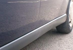 В Лиде школьники поцарапали восемь машин металлическими прутьями