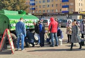 Возле «Дома торговли» организовали продажу берёзового сока из бочки