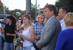 Глава района Сергей Ложечник вышел к женщинам Лиды. Но пока диалог не получился