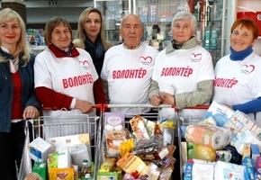 В ТЦ «Потсдам» волонтеры собирали подарки для пожилых людей