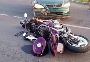 В центре Лиды Opel Astra не уступил Honda. Мотоциклистка с переломами доставлена в ЦРБ