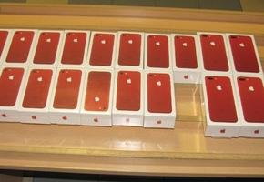 Лидские пограничники изъяли у минчанина 20 смартфонов iPhone 7 RED общей стоимостью 19000 евро