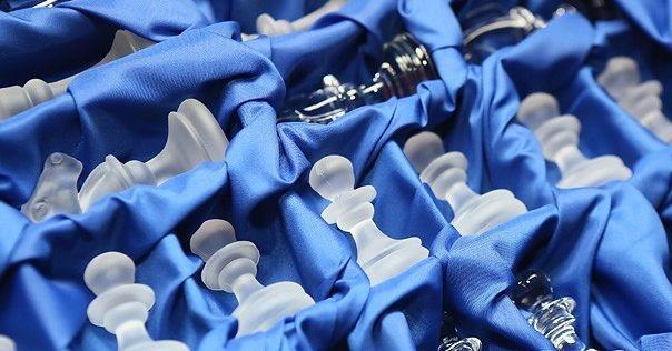 На стеклозаводе «Неман» создали хрустальные шахматы