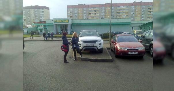 Нескромную парковку продемонстрировали в центре Лиды