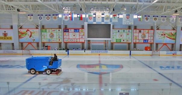 Ледовый дворец возобновляет массовые катания на коньках. Но появились специальные правила: например, кататься нужно в масках и не близко с другими посетителями