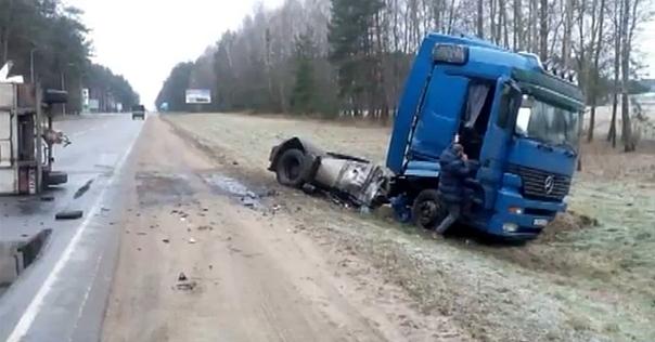 Под Лидой тягач врезался в микроавтобус