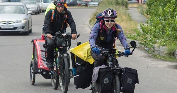 Семья из Ханты-Мансийска ездит по Беларуси на велосипедах с дочкой и сыном-грудничком. Они побывали и под Лидой