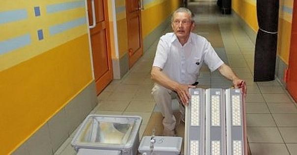 Ледовому дворцу из бюджета выделили 96000 рублей на новое освещение