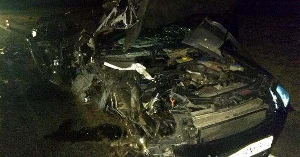 На М6 Audi превратился в груду металла, после столкновения с фурой. Водитель чудом остался жив, известно, что он выпил 2 литра пива